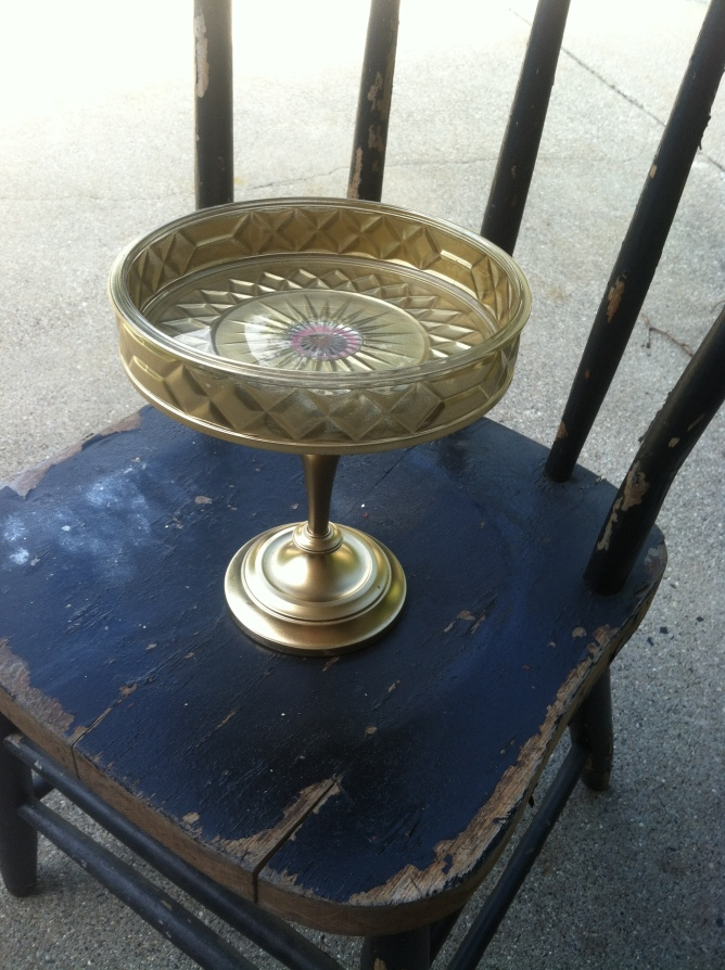 GOLD PEDESTAL BOWL