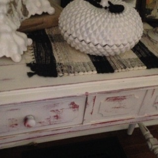 DIY/ red and white table