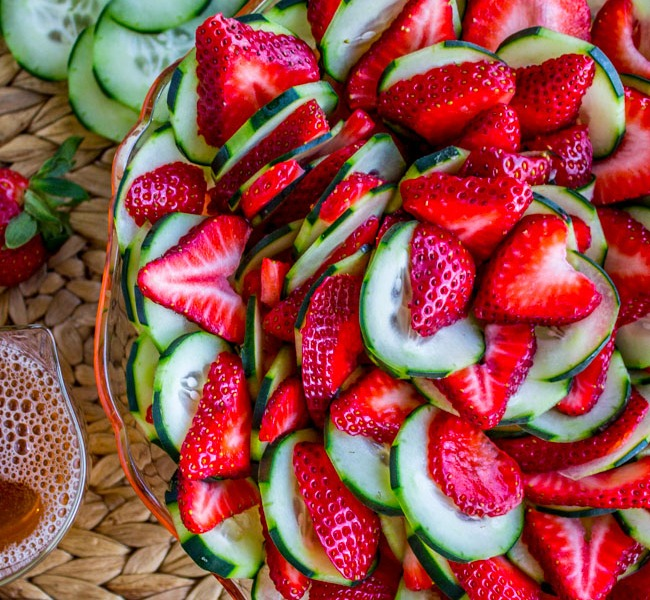 Food Charlatan/Strawberry, cucumber salad