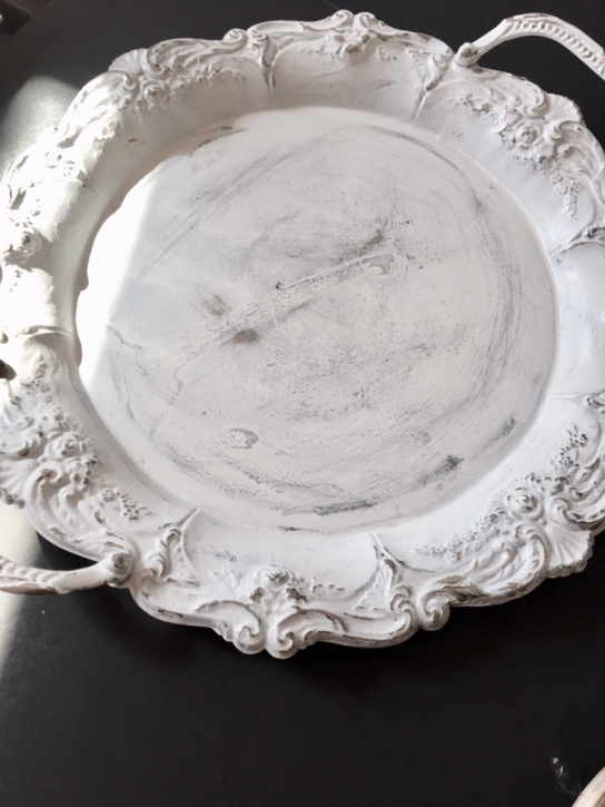 silver tray painted white/DIY