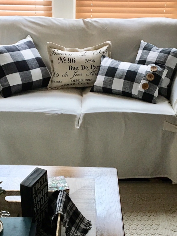 DIY/ black and white pillow