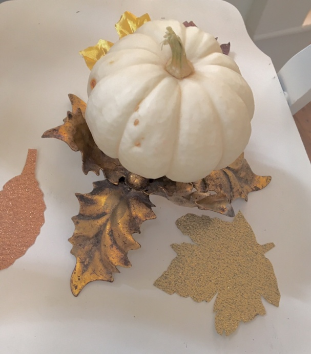 DIY/decorating/white pumpkin